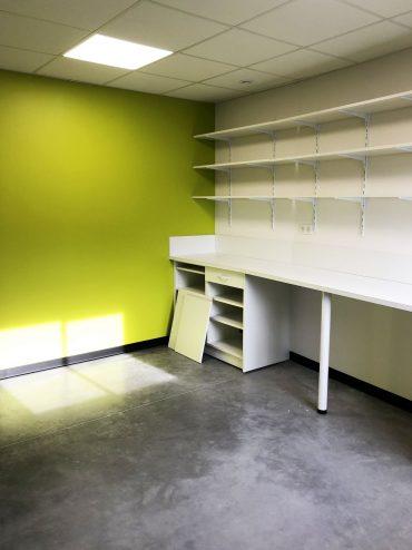 Rénovation d'une pharmacie dans le Perigord : Pose de plafond amovible, placo et peintures,